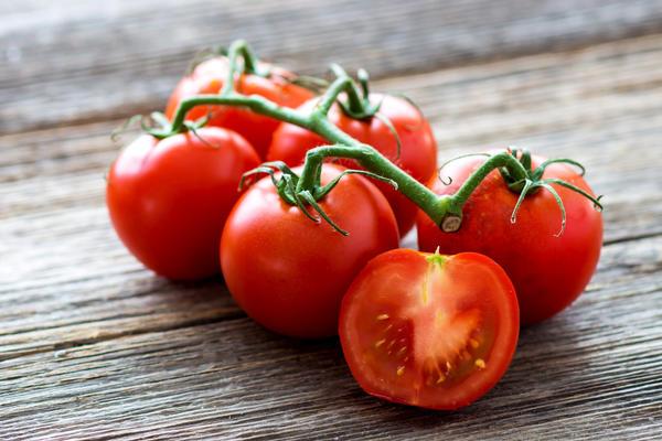 Обработка этиленом обеспечивает одновременное созревание всех плодов в кисти