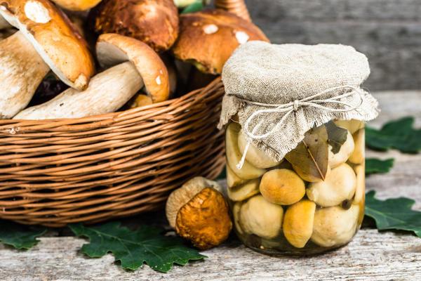 Маринованные грибы - находка к празднику