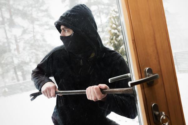 Дачные посёлки в зимнее время привлекательны для грабителей