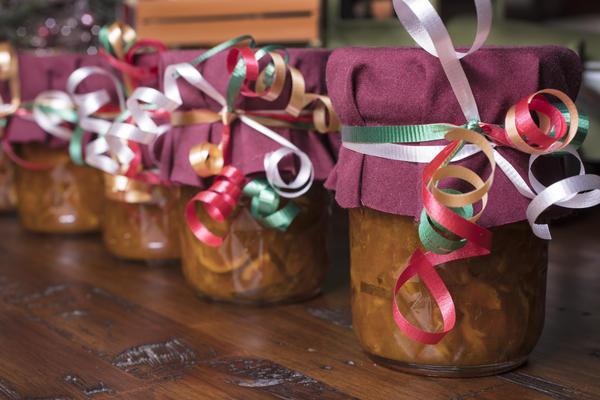 Баночка вкусного варенья может стать отличным новогодним подарком