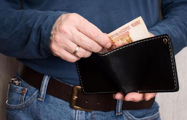 Незадолго до праздника положите в кошелек крупную купюру