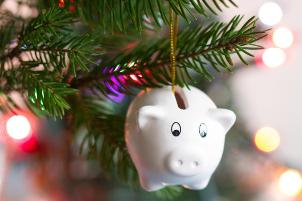 Подвесьте свой секретик к новогодней елке - пусть он зарядится светлой радостной энергией