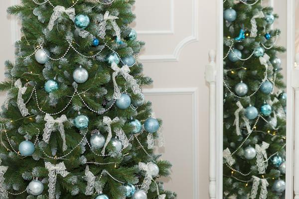 Бело-голубой наряд для елки