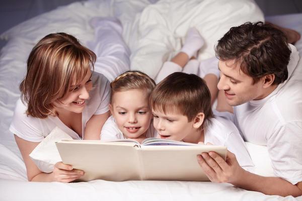 Семейное чтение - прекрасная традиция