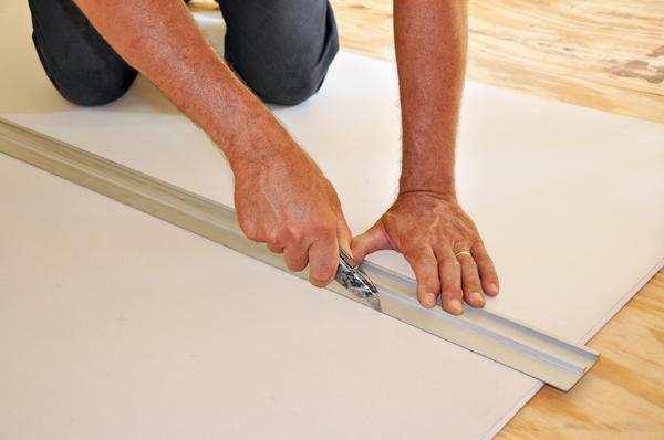 В ход можно пустить любой белый или блестящий материал