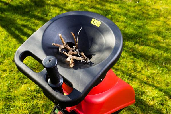 Садовый шредер отлично справится с измельчением