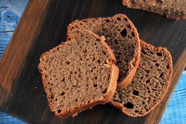 Для приготовления яблочного уксуса по этому рецепту потребуется также черный хлеб
