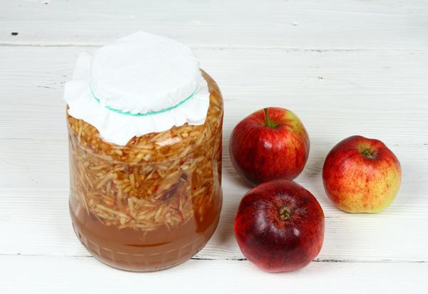 Для приготовления яблочного уксуса нужны яблоки, сахар и вода