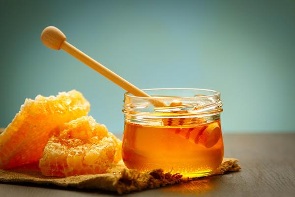 Мед - традиционное целебное средство при простудных заболеваниях