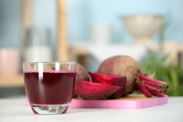 Свекольным соком или отваром можно лечить насморк и больное горло