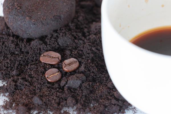 Удобрения для цветов можно сделать из спитого кофе