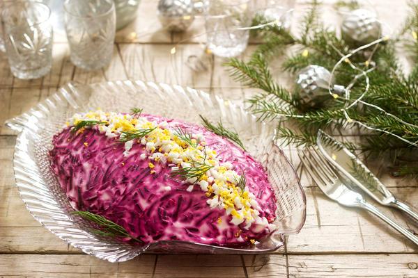 Селёдка под шубой - обязательное блюдо новогоднего стола