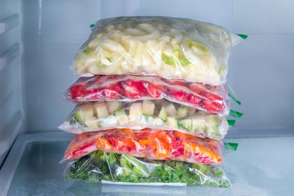 Овощи, фрукты и ягоды можно заморозить заранее