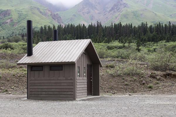 Компостирующий туалет в национальном парке Денали, Аляска