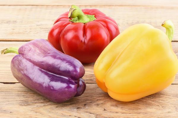 Яркая радуга перцев