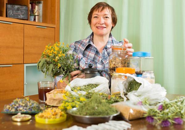 А вы знаете, как правильно готовить лекарства из целебных растений?