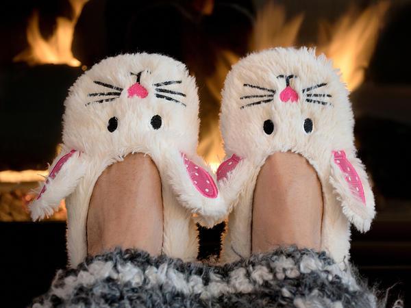 Да что я, собственные ноги не обую тепло и красиво?!