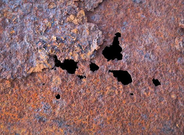 Вмятины, отверстия и ржавчина портят почти любой металл