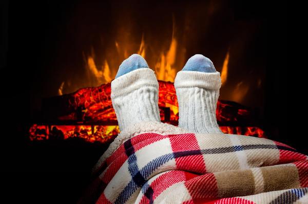Похолодало… Хочется закутаться в теплый плед и греться у камина