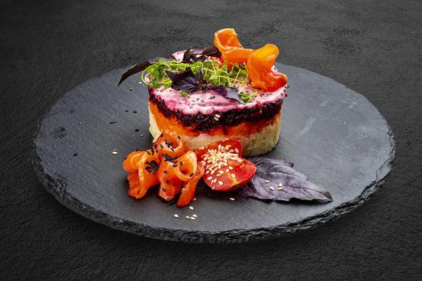 Праздничные слоеные салаты: 4 рецепта и секреты приготовления