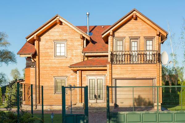 Для строительства такого дома используют брус сечением 150х150 мм