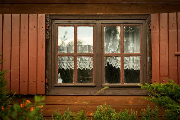 Куда бы вы приспособили старые оконные рамы?