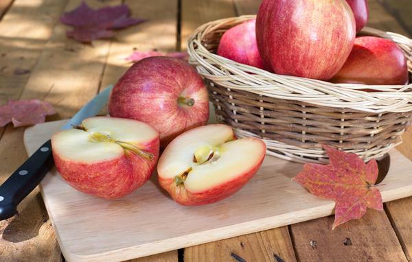 Богатый урожай яблок - и радость для дачника, и забота