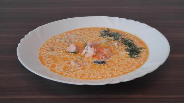 Готовое блюдо. Сливочный суп с лососем.