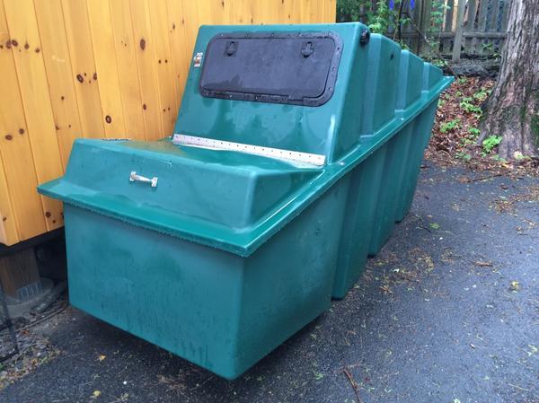 Резервуар компостирующего туалета. Фото сайта http://oldoakdojo.com