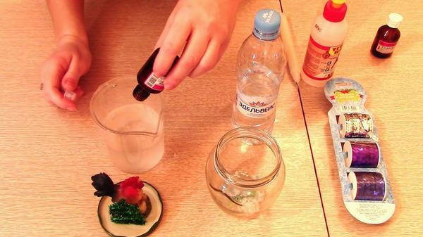 В отдельной посуде готовим раствор из глицерина и воды