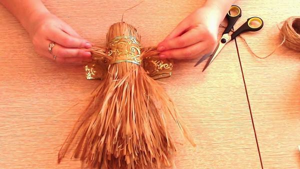 Вытянем волокна кисти для изготовления ручек