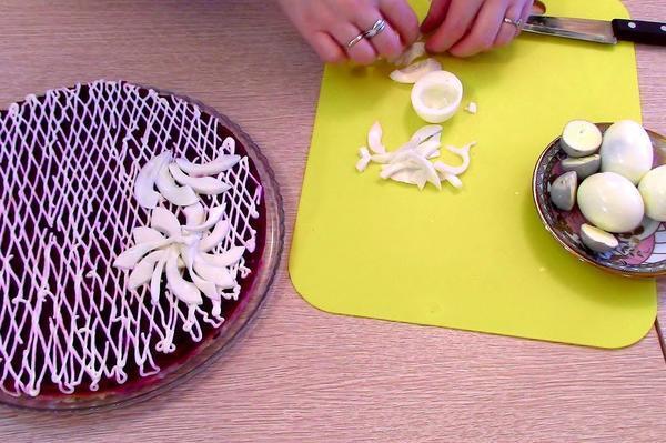 Делаем лепестки из белка