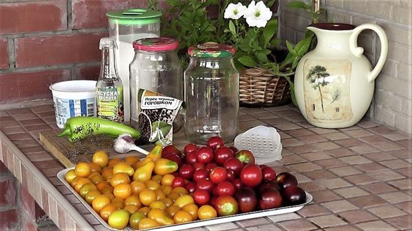 Маринование смеси мелкоплодных томатов Ильди, Клакамас Черника, Медовая капля и Григорашик
