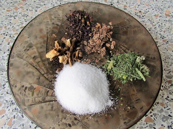 Смешать соль с приправами можно самостоятельно
