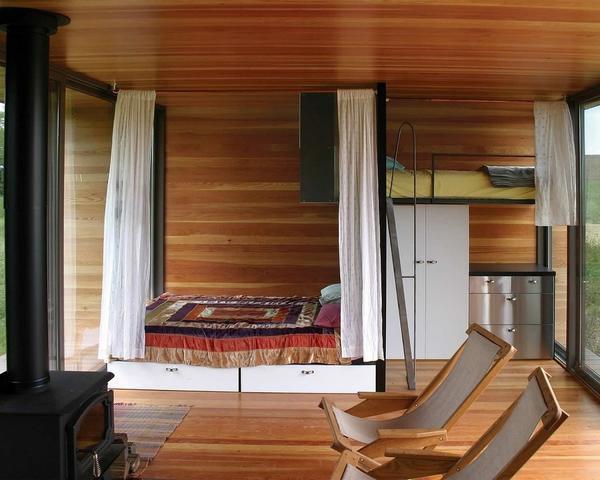 Спальня с кроватью-чердаком. Фото с сайта stroj-domik.ru