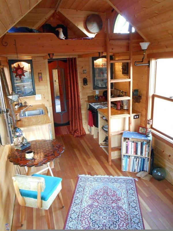 Крохотная дача со спальней в мансарде. Фото с сайта disainprogekt3d.tomswedges.net