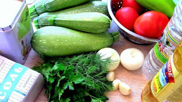 Ингредиенты для приготовления жареных кабачков в овощном соусе