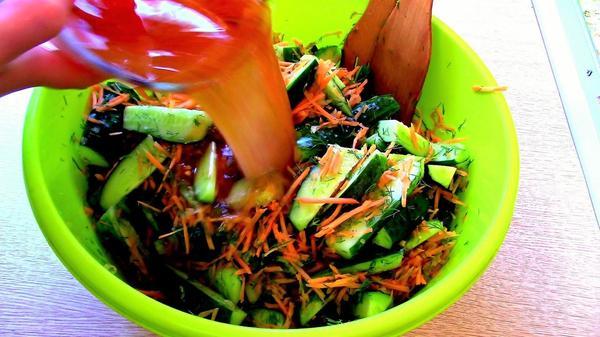 Маринад выливаем в посудину с овощами и перемешиваем