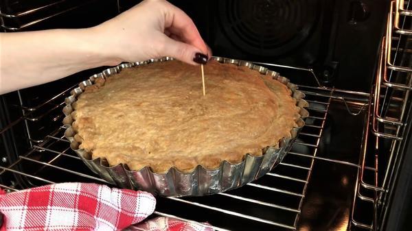 Проверяем пирог на готовность