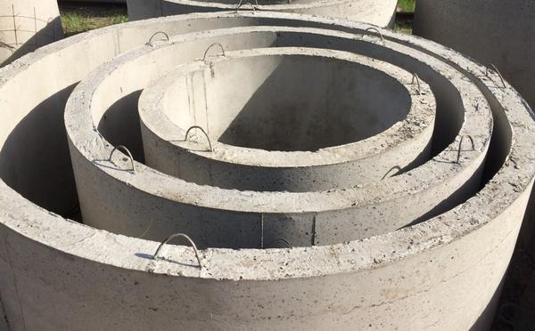 Железобетонные кольца разного диаметра. Фото с сайта 009.kharkov.ua