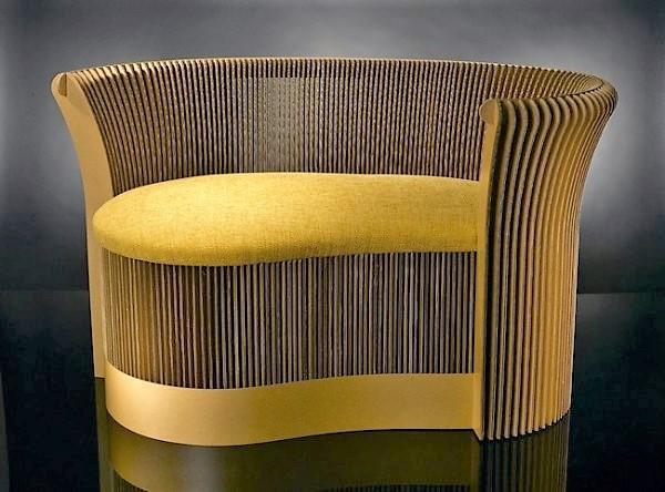 Софа из картона от венгерской студии «Karton Design». Фото с сайта kartondesign.com