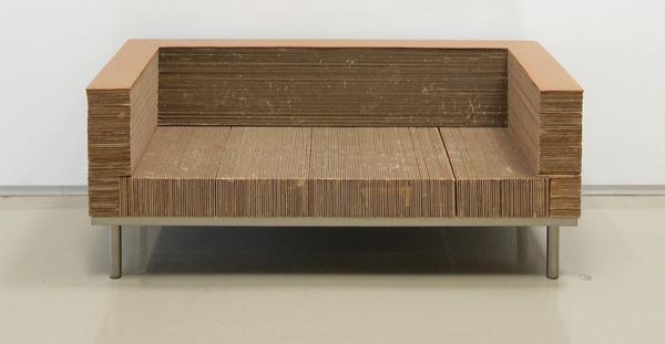 Диван из склеенного из многих слоёв картона. Фото с сайта cifro.by