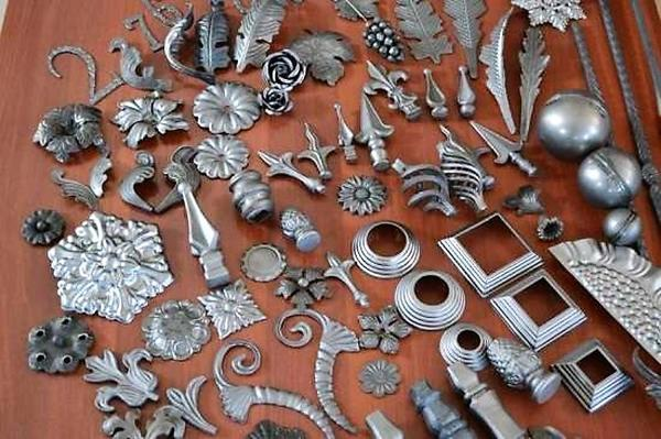 Готовые кованые элементы. Фото с сайта kuznecy.kovka-svarka.ru