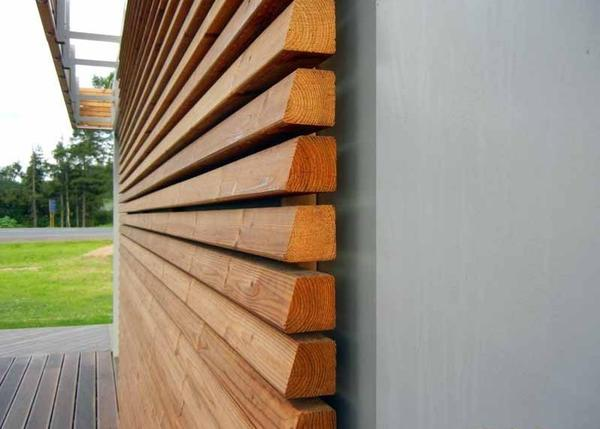 Отделка фасада деревянной рейкой. Фото с сайта dom.dacha-dom.ru