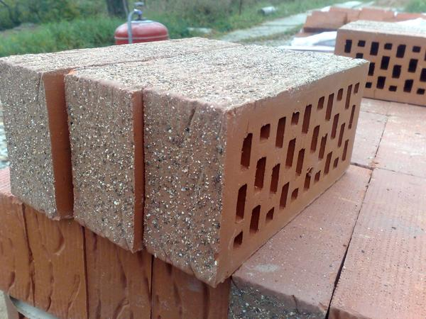 Торкретированный облицовочный кирпич. Фото с сайта beton-house.com