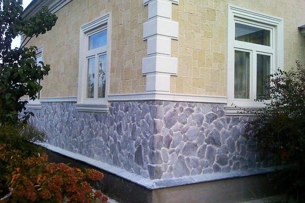 Имитация камня на цоколе. Фото с сайта myshtukaturka.ru
