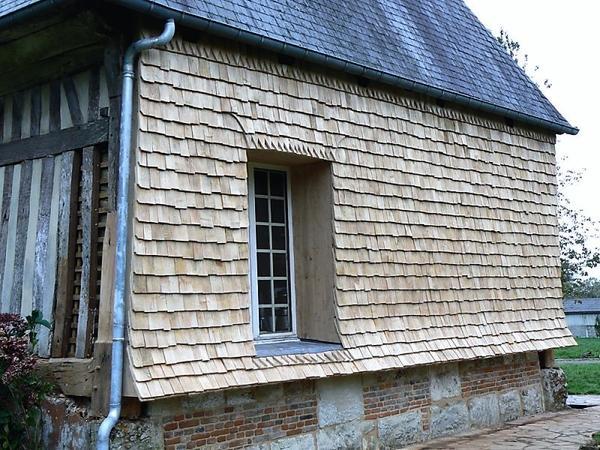 Отделка фасада деревянным гонтом. Фото с сайта constructions-dantan.fr