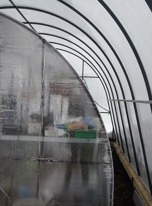 Один из путей снижения теплопотерь - двойные стенки. Фото Владимира Огненного