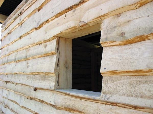 Обшивка внахлёст необрезной доской. Фото с сайта drompics.com