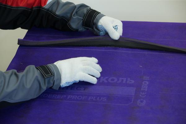 Подкладочный ковёр покрывает поверхность сплошным гидроизоляционным слоем